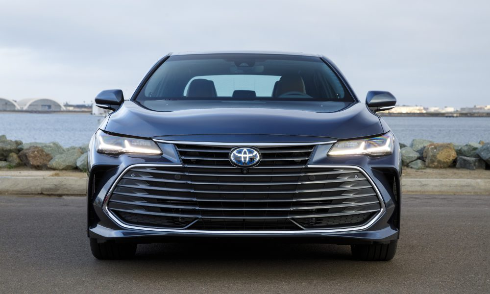 2019 Toyota Avalon All-New Hybrid Limited 04