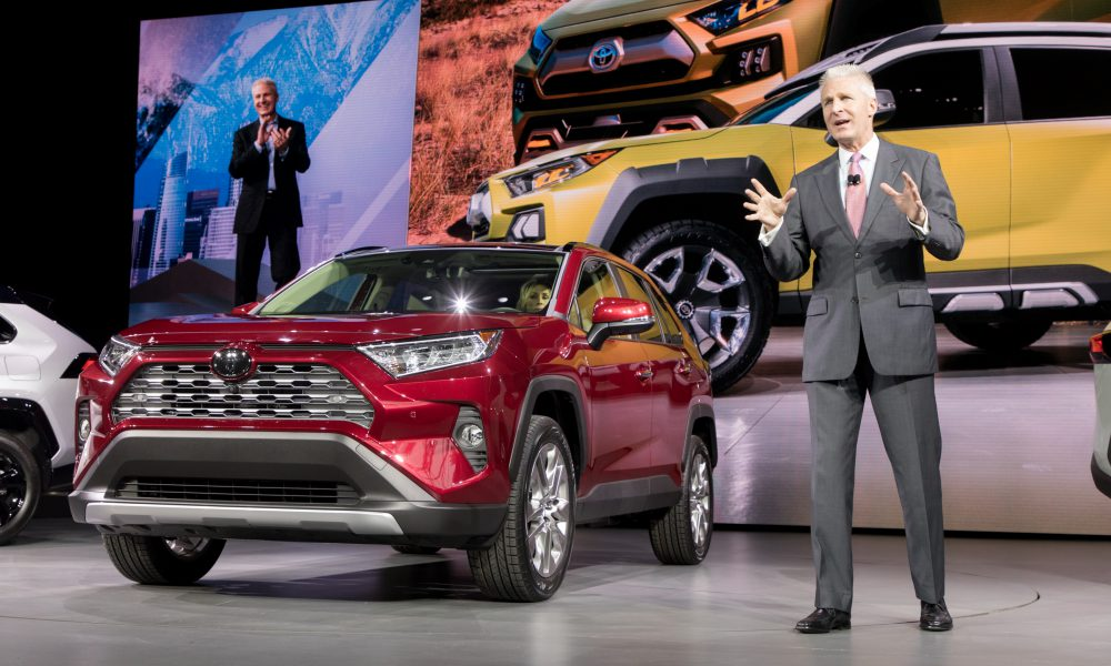 Toyota Unveils Tech-Laden and Sporty Fifth-Generation RAV4
