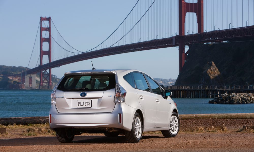 2012 – 2013 Toyota Prius v Two and Three 007