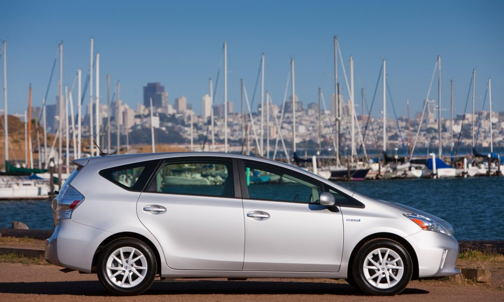 2012 – 2013 Toyota Prius v Two and Three 008