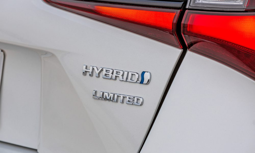 2020_Prius_Limited_08