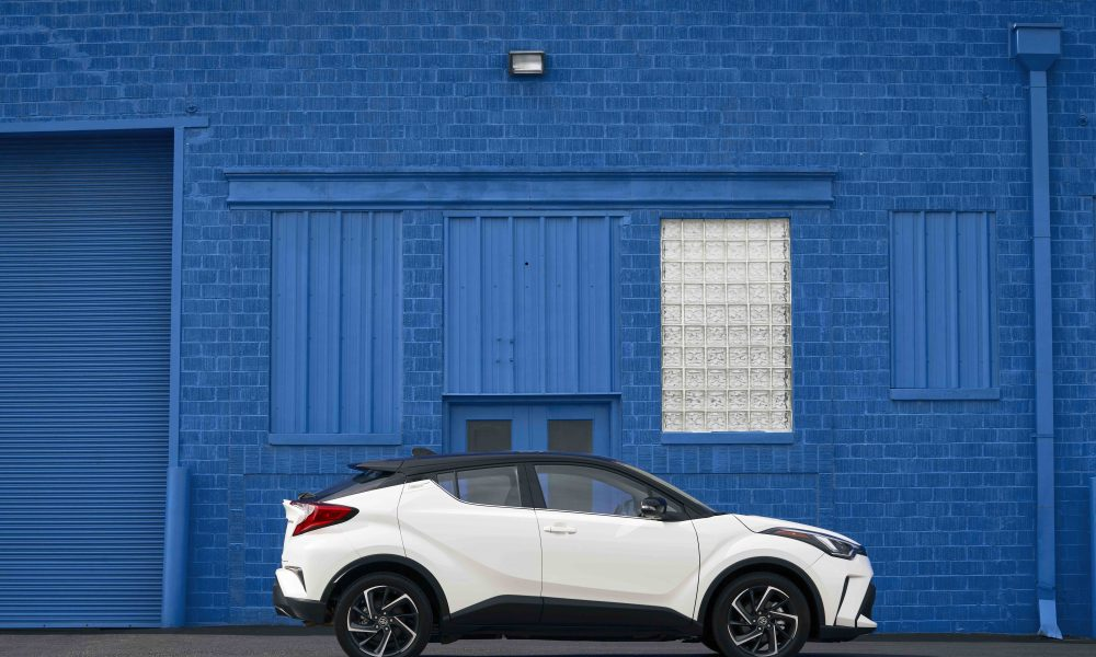 2021_Toyota_CHR_Blizzard Pearl_03