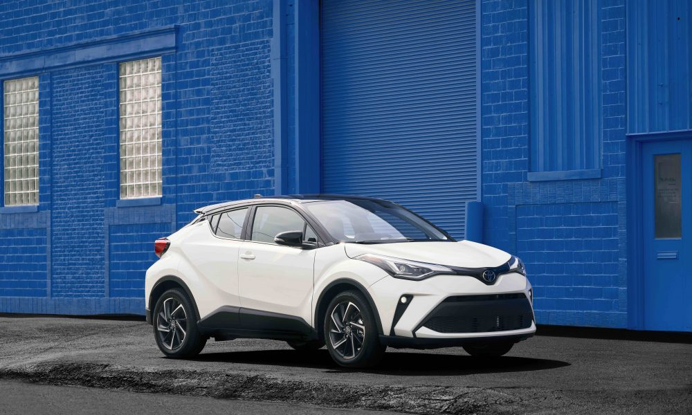 2021_Toyota_CHR_Blizzard Pearl_04