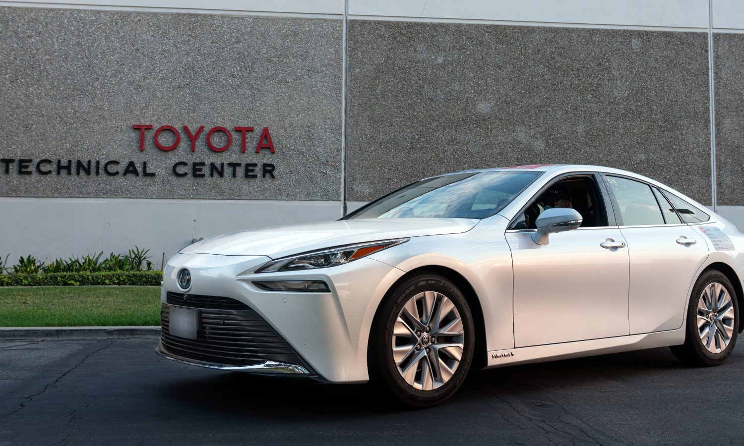 Toyota Mirai Sets GUINNESS WORLD RECORDS™ Title  with 845 Mile Zero Emission Journey